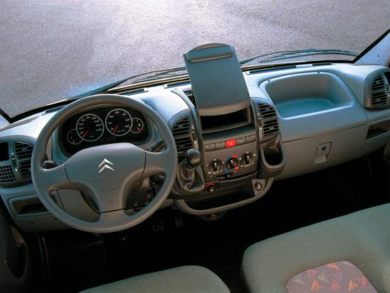 интерьер салона цельнометаллического Citroen Jumper 1 Van