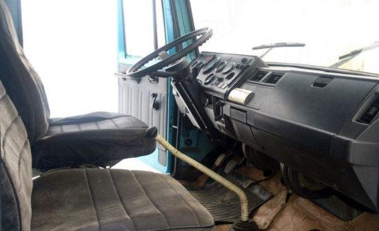в салоне (кабина) самосвала ГАЗ-3307