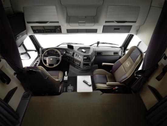 интерьер кабины Volvo FH 2-го поколения