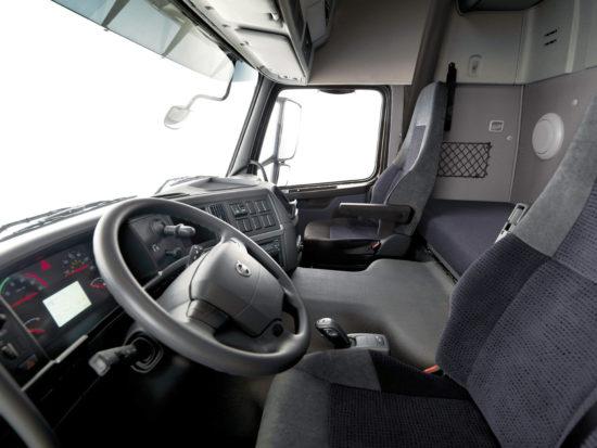 интерьер кабины Volvo FMX 1-го поколения