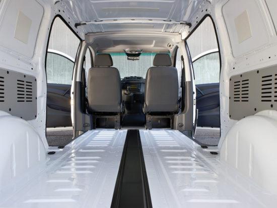внутри грузового фургона Mercedes-Benz Vito (W639)