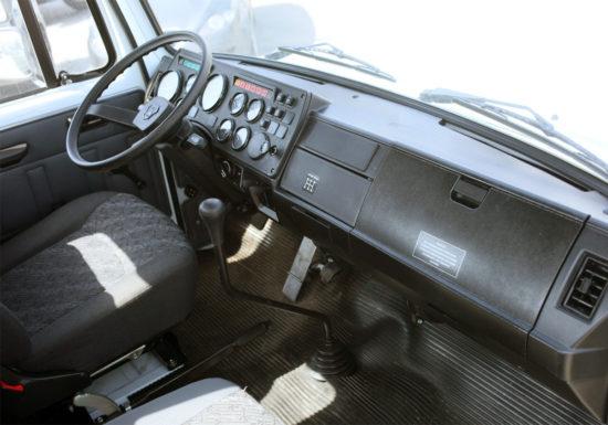 в кабине самосвала ГАЗ-3309