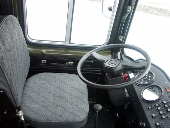 место водителя в автобусе ПАЗ-3206