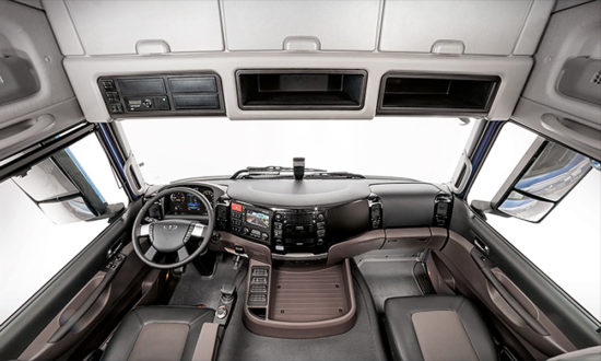 интерьер кабины тягача Daewoo Ultra Prima