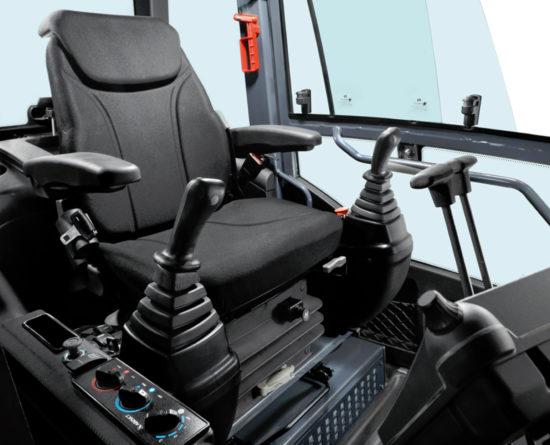 в кабине экскаватора TX 210 LC/NLC