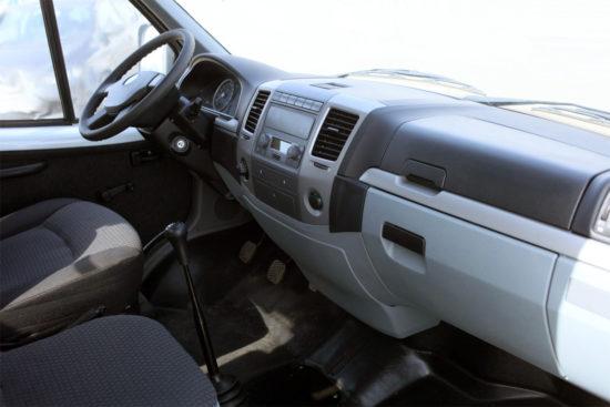 в кабине Соболь-Бизнес ГАЗ-2752