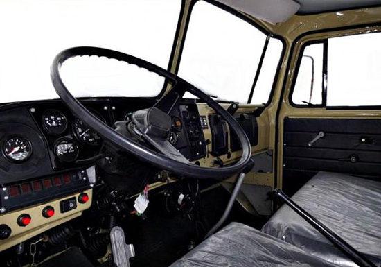 интерьер кабины Урал-5557
