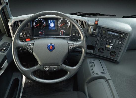 в кабине Scania P400 CA6x4HSZ Griffin Camel
