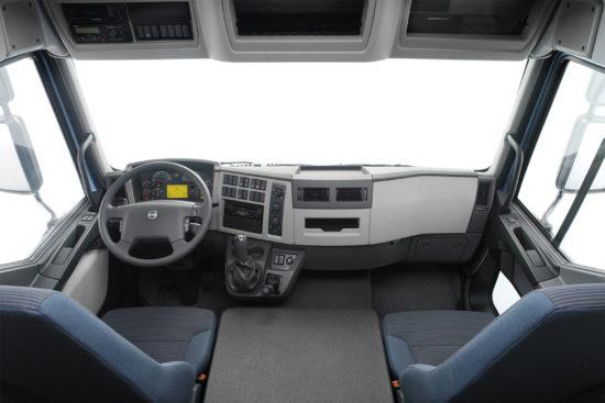 интерьер кабины Volvo FL7 (2006-2013)