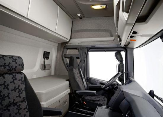 в кабине Scania S500 4x2 Highline