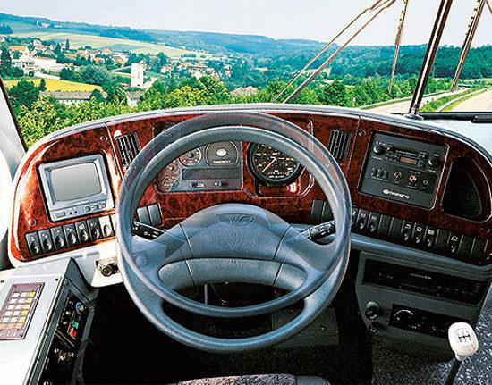 место водителя Daewoo BH120F Royal Cruiser II