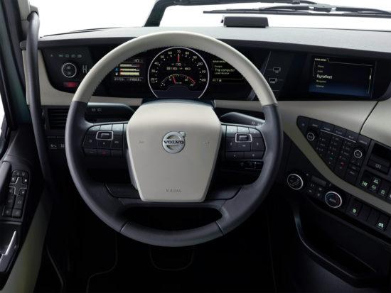 приборная и передняя панели Volvo FH16 3-го поколения