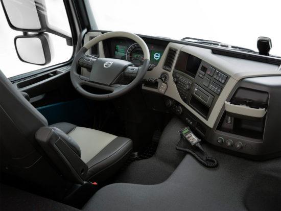 интерьер кабины самосвала Volvo FM 6х4