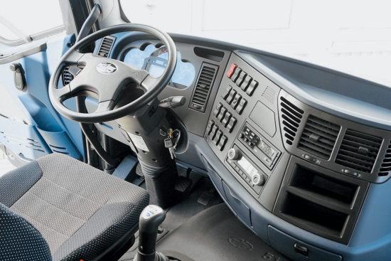интерьер кабины FAW J6 CA 3310