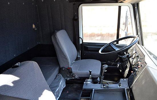 интерьер салона кабины МАЗа 5336