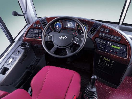 место водителя в Hyundai Universe