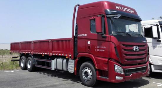 Hyundai Xcient 6х4 Cargo на IronHorse.ru ©