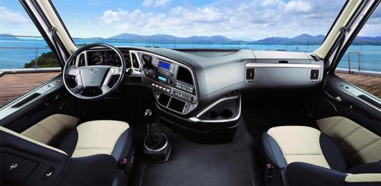 интерьер кабины Hyundai Xcient