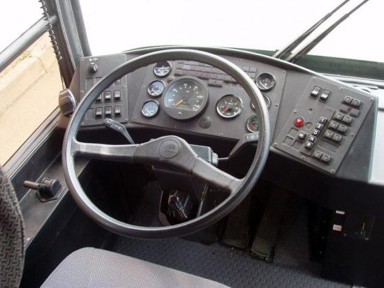место водителя МАЗ-103
