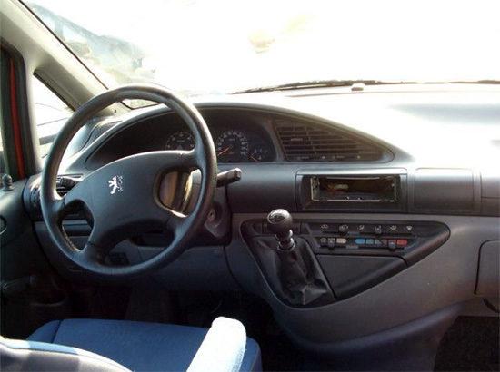 интерьер салона Peugeot Expert 1-го поколения