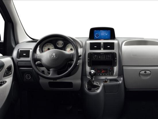 интерьер салона Peugeot Expert Tepee