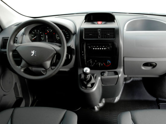 интерьер салона Peugeot Expert 2 Van