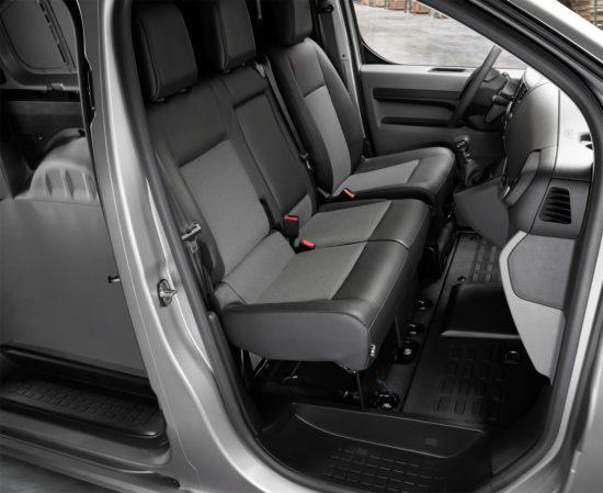 в кабине Peugeot Expert 3 Van