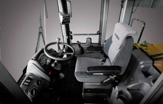 в кабине Hyundai HL760-9S