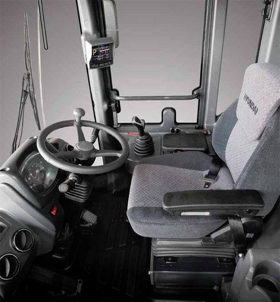 интерьер кабины (рабочее место оператора) Hyundai HL780-9S