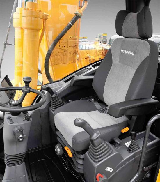 в кабине Hyundai R140W-9S