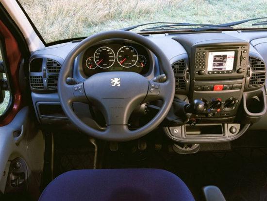 интерьер салона Peugeot Boxer 1-го поколения