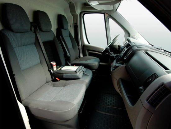 интерьер салона Peugeot Boxer 2 Van