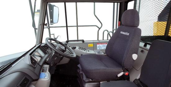 интерьер кабины Komatsu HM400-3M0